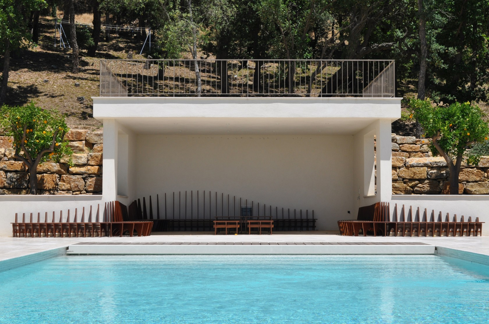 Bancs pool house ludovic avenel b niste cr ateur paris for Amenagement cuisine pool house
