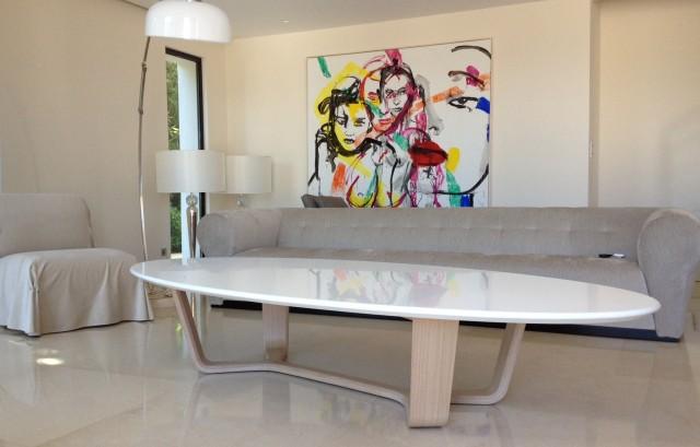 Table basse ove pour une maison contemporaine