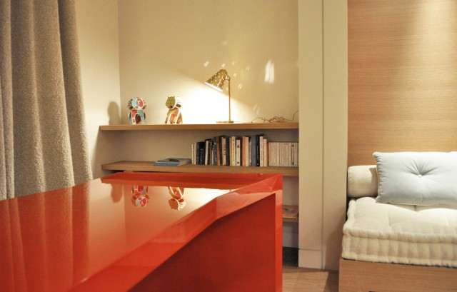 Lacquered desk for the agency pierre yovanovitch