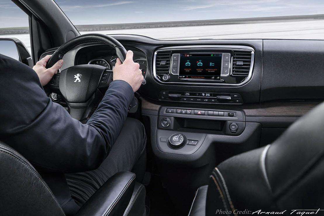 Concept car ludovic avenel b niste cr ateur paris for Peugeot traveller interieur