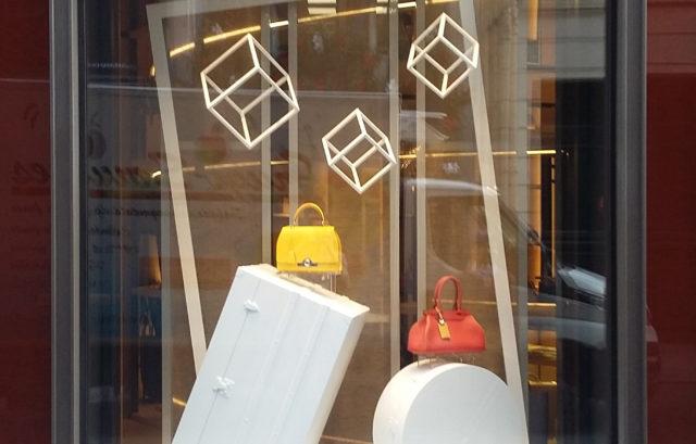 Vitrines moynat réalisation pour la boutique moynat rue saint honoré scénographie de ludovic avenel
